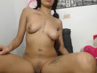 roux_queen_1 latina cam girl pleasing her tight pussy with a sex toy