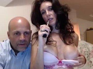 sofia3211 brunette cam babe loves getting her cunt banged online