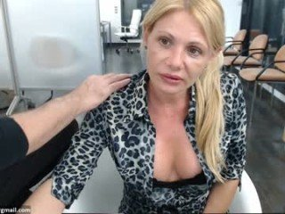lucycums webcam couple fucks with an enormous live sex toy