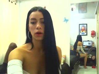 kishaypalomo slim cam babe teasing her wet cunt live on cam