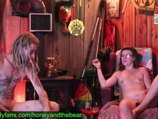 honeyand_thebear webcam couple going crazy in live sex orgy