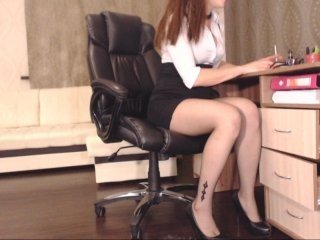 carrie1337 european cam babe rubs her smooth pussy till she cums